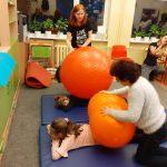 integracja sensoryczna piłka rehabilitacyjna